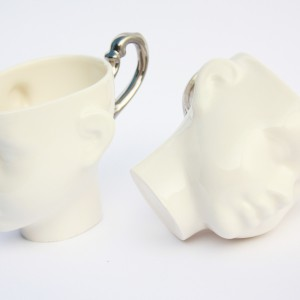 Porcelanowe filiżanki z uchem pokrytym platyną.  Fot. Endesign.
