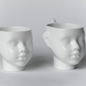 Porcelanowe filiżanki z uchem w kolorze białym. Fot. Endesign.