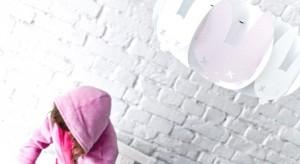 Kafti Design to duet sióstr - Moniki Brauntsch i Soni Słaboń. Od 2007 roku projektują oświetlenie i akcesoria wystroju wnętrz, proste w formie, a jednocześnie pomysłowe.