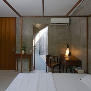 Betonowa sypialnia. Proj. wnętrza i fot. Architecture BRIO.