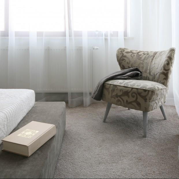 Podłoga w sypialni - wykładzina dywanowa