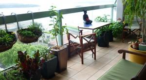 Mieszkasz w bloku i marzysz o własnym ogrodzie? Nic prostszego! Oto kilka propozycji jak przekształcić balkon w miejsce relaksu.