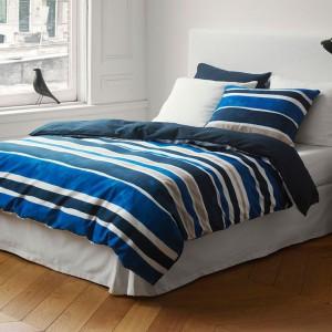 Pościel Painted Stripe łącząca niebieskie paski w różnych odcieniach. Fot. Marc O'Polo.