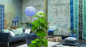 Niebieski to z pewnością jeden z najmodniejszych kolorów tego sezonu. Łączymy go z bielą, szarością, grafitem, a nawet zielenią. Zobaczcie 30 przykładów pięknych wnętrz z niebieskim w roli głównej.