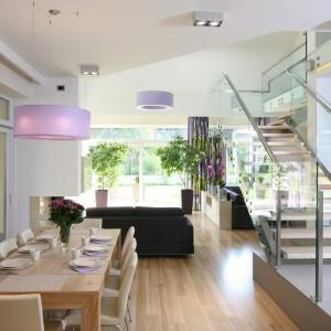 Jadalnia w kuchni lub w salonie. 14 najlepszych pomysłów architektów
