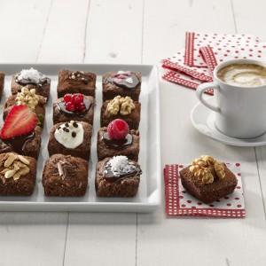 Ciasteczka minibrownies - można do nich kupić specjalną formę. Fot. Lekue.