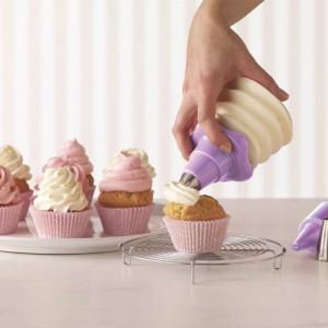 Akcesoria do dekorowania muffinek i innych słodkich wypieków. Fot. Birkmann.