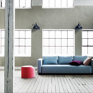Bladoniebieska sofa Colorado. Fot. Softline.