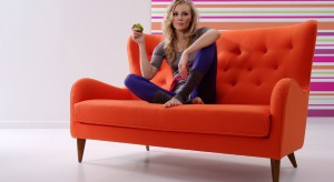Idzie wiosna! Nie bójmy się mocnych kolorów we wnętrzu. Odpowiednio dobrane sprawią, że nasze mieszkanie nabierze charakteru! Polecamy 50 najciekawszych kanap i foteli we wszystkich kolorach tęczy!