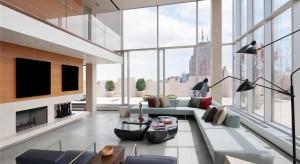 Skyloft Penthouse mieści się naszczycienowojorskiego wieżowca z 1929 roku. Ogromny, w całości przeszklony i luksusowo wyposażony apartament został w 2011 roku wystawiony na sprzedaż za rekordową sumę!