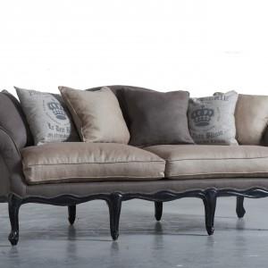 Stylizowana sofa marki Dialma Brown. Fot. Dialma Brown.
