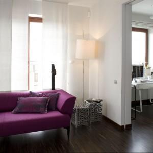 """Zmiany dały efekt przestronności i lepszego oświetlenia pomieszczeń oraz samej """"przepustowości"""" światła, tym bardziej, iż w mieszkaniu zamontowano szklane, satynowane drzwi przesuwne (nawet w toalecie dla gości!). Fot. Marcin Onufryjuk."""