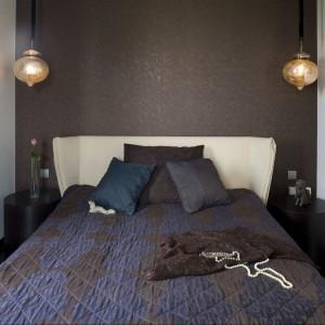 Początek aranżacji sypialni stanowiły wiszące lampy nad łóżkiem i do nich należało dobrać oprawę tego wnętrza. Fot. Marcin Onufryjuk.