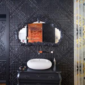 Ornamentowana ściana w jednej z łazienek. Fot. Marcel Wanders Interiors.