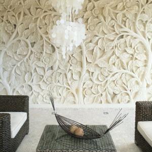Wyjątkowej urody ściana z piaskowca z Bali. Proj. wnętrza arch. Karolina Łuczyńska.