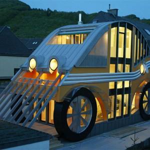 Dom w kształcie auta, Niemcy. Fot. Viahouse