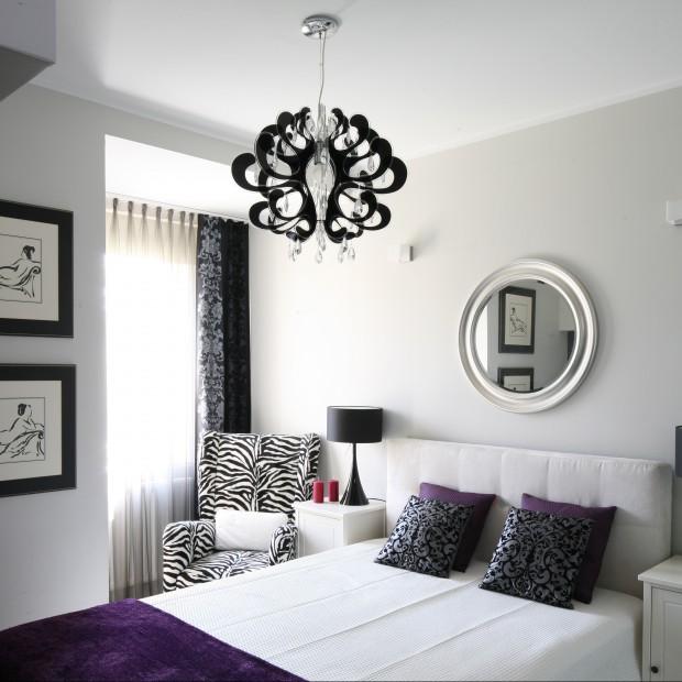 Biało- czarna sypialnia w stylu glamour