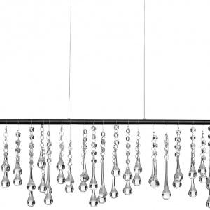 Lampa wisząca String LED to matowy, czarny metal połączony z kryształkami. Fot.BoConcept.
