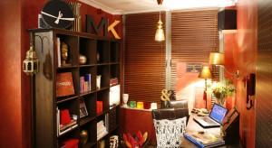Pełne złotych detali, ciepłych kolorów i gorących wspomnień z podróży do Maroka. Takie jest biuro w krakowskim mieszkaniu, urządzonym w marokańskim stylu.