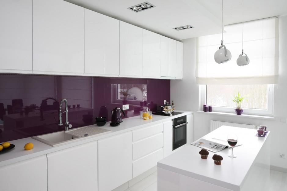 Zabudowa kuchenna wykonana Modna biała kuchnia Ożyw   -> Kuchnia Biala Do Sufitu