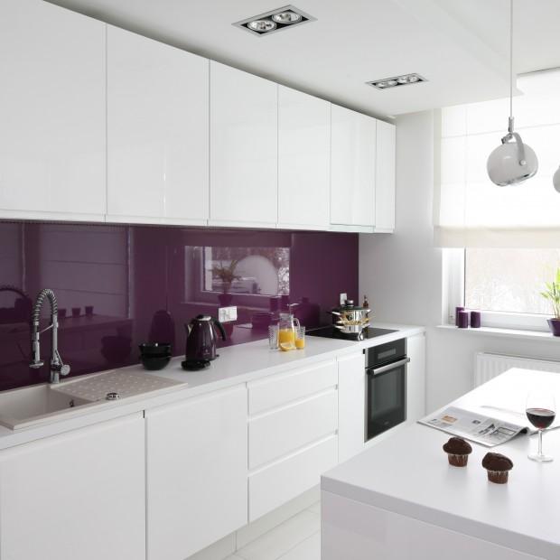 Modna biała kuchnia. Ożyw ją kolorem