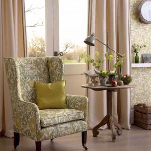 Ten sam wzór zdobi ściany i fotel. Fot. Morris&Co.