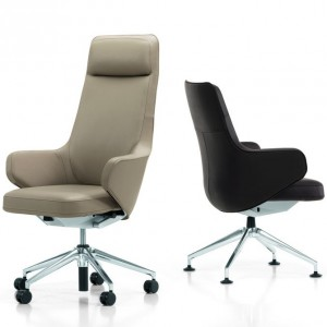 Wygodny fotel w kolorze kawy z mlekiem marki Vitra. Fot. Vitra.