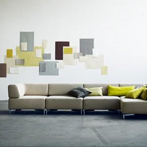 """Trend """"Żółty+szary"""". Sofa z kolekcja Planet w zestawie z żółtymi dodatkami. Fot. Softline."""