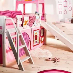 Łóżko dziecka służy także do zabawy. Fot. scandikids.be.
