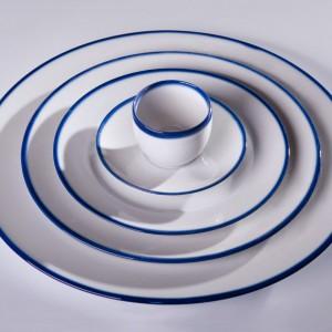 Porcelana Blue Line. Projekt: Ćmielów Design Studio. Producent: Polskie Fabryki Porcelany Ćmielów i Chodzież.