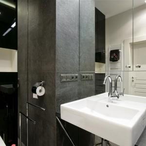 Minimalistyczna łazienka w szarej kolorystyce