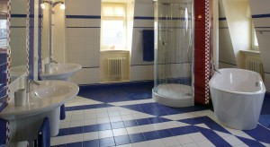 Już po raz drugi prezentujemy zbiory naszego archiwum. Udaj się z nami w sentymentalną podróż po dawnych aranżacjach łazienek.