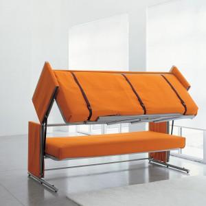 Sofa Doc za jednym pociągnięciem ręki zmienia się w wygodne dwupiętrowe łóżko. Fot CLEI.