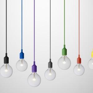 Lampa E27 to żarówka na dekoracyjnym kablu, dostępnym w wielu kolorach. Fot.Mutto.