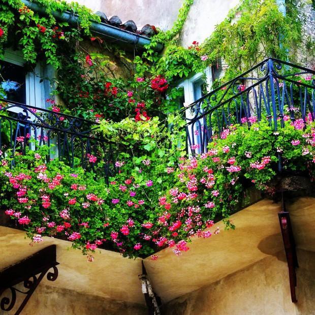Podpowiadamy, jak odmienić balkon na wiosnę