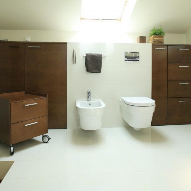 Łazienka na poddaszu. Wszystkie funkcje w jednym pomieszczeniu