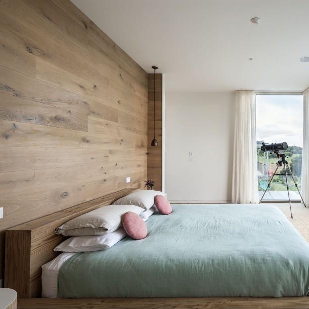 Drewno we wnętrzu:  najciekawsze aranżacje sypialni