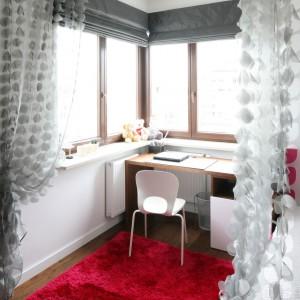 Mięciutki dywan w żywym kolorze rozwesela nauturalną aranżację. Fot. Archiwum Dobrze Mieszkaj.