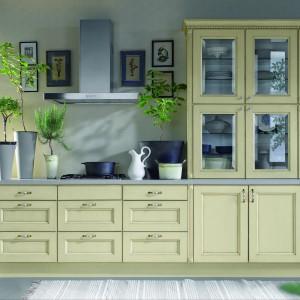 Funkcjonalna kuchnia Marzena w klasycznym stylu. Fronty w kolorze wanilii nadają jej ciepły, domowy klimat. Wycena indywidualna, Atlas Meble Kuchenne.