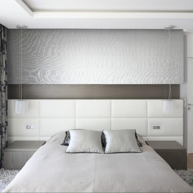 Ponadczasowa sypialnia: szarość, biel i brąz