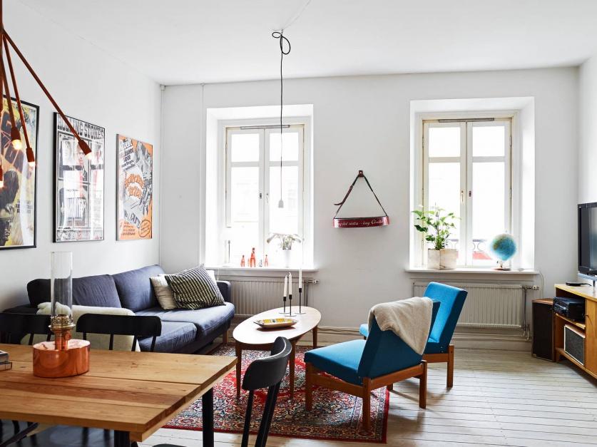 Pokój dzienny jest jasny, przestronny i pełen światła. Fot. Stadshem.