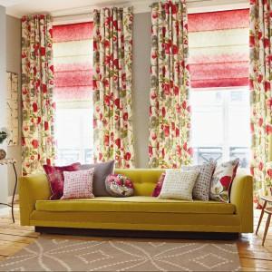 Kolorowa kolekcja tkanin Impasto marki Harlequin - rolety rzymskie dobrze się prezentują w duecie z wzorzystymi zasłonami. Fot. Harlequin.
