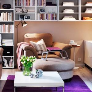 """Każdą wolną powierzchnię wykorzystaj do przechowywania. Gdy brak miejsca - """"idź w górę"""" i zabudowuj ściany tak wysoko, jak się da. Fot. IKEA."""