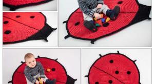 Biedronka to nie tylko chrząszcz w czerwonym kolorze czy nazwa sieci popularnych sklepów spożywczych. To także wesoły motyw dekoracyjny, tak bardzo lubiany przez maluchy. Zobacz, jak prezentuje się na akcesoriach dla dzieci.