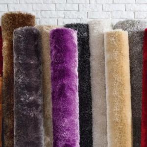 Jednolite, miękkie dywany w wielu kolorach i rozmiarach. Fot.Black Red White.