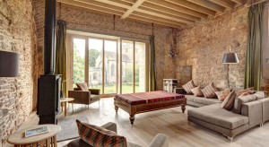 Całkiem współczesny dom w ruinach dwunastowiecznego zamku? Tego karkołomnego przedsięwzięcia dokonano w Wielkiej Brytanii. Kto kiedykolwiek marzył o mieszkaniu w prawdziwym zamku? Zapraszamy do obejrzenia efektów pracy architek