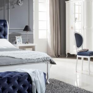 Łóżko z kolekcji Wersal z zagłówkiem o oryginalnym kształcie. Fot.Taranko.