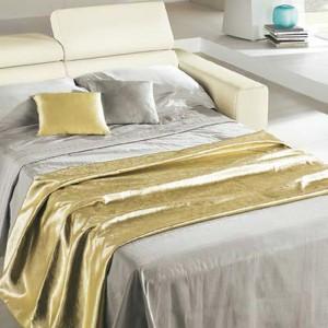 Rozkładana sofa to rewelacyjne rozwiązanie podczas wizyty gości. Fot. Mondo Convenenzia.