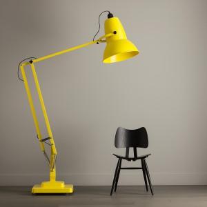 Lampa podłogowa z ruchomym ramieniem Giant 1227 dostępna w wielu kolorach. Fot.Anglepoise.