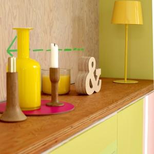 Żółte dodatki dobrze komponują się z zielenią. Fot.Dulux.